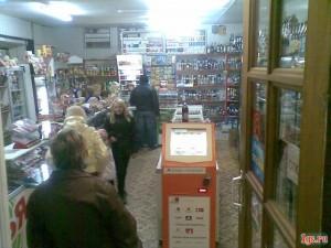 платежный терминал в магазине