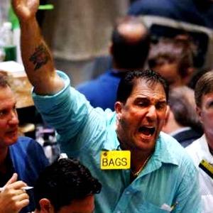 Трейдер торгует ценными бумагами на бирже