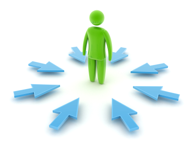 балансировать между стремлениями к централизации или децентрализации