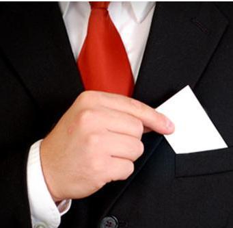 Как-нужно-обменивать-визитными-карточками
